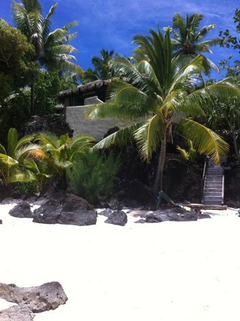 Pacific Resort Aitutaki: View of our beach access/view room from the water