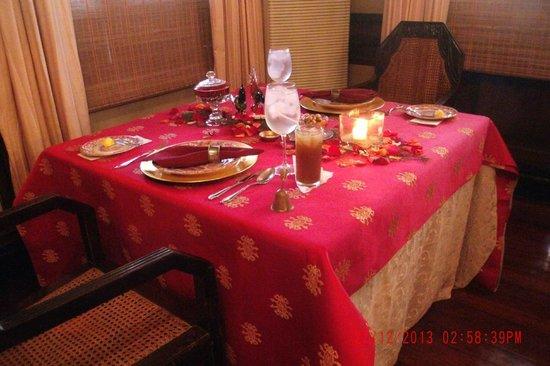 La Cocina de Tita Moning: Our Table