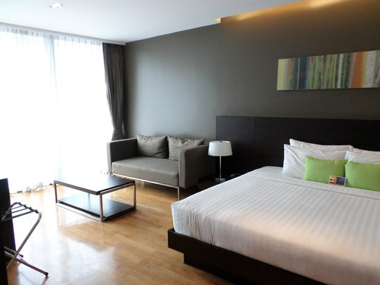 Fraser Suites Sukhumvit: Bedroom with second lounge inside