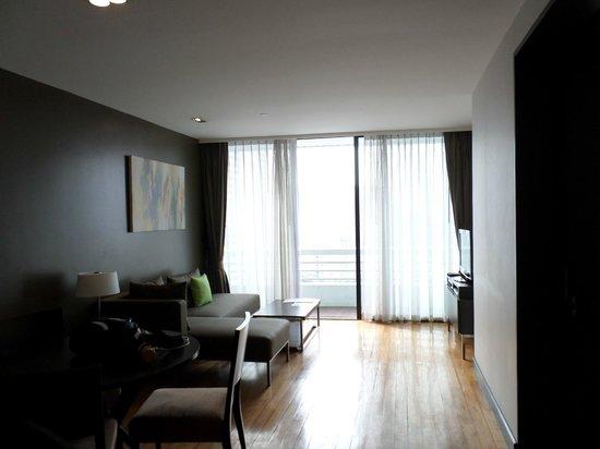 Fraser Suites Sukhumvit: Lounge & dining area
