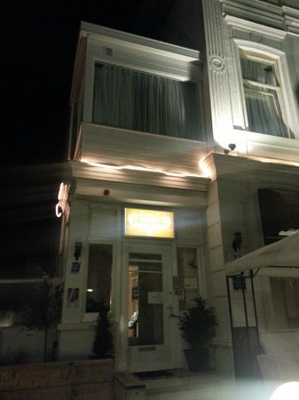 Hotel Sedes: Outside the hotel