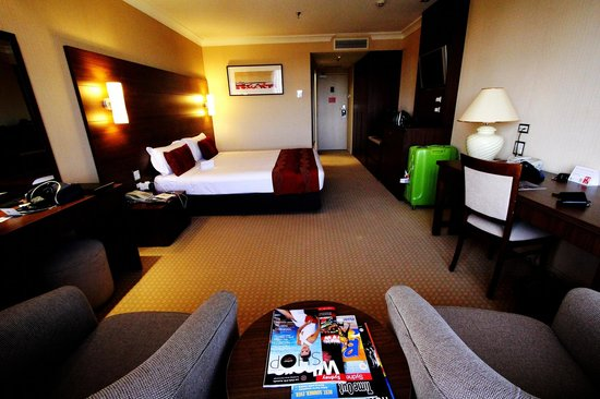 The Sydney Boulevard Hotel: Emerald Suite Room (Photos by Lee Wei Hao)