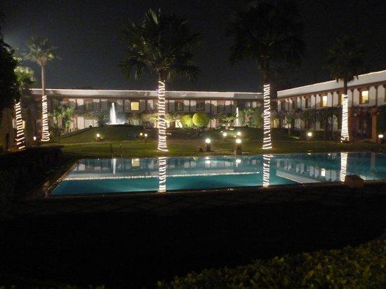 Trident, Agra : Piscina