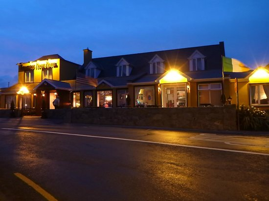 Bellbridge House Hotel: The hotel at night