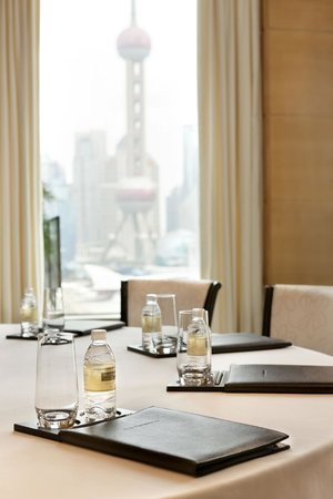 The Peninsula Shanghai: Meeting set up with view