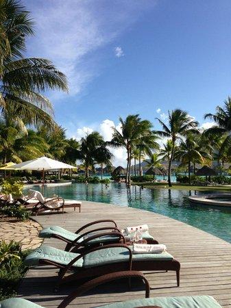 Four Seasons Resort Bora-Bora : Pool area
