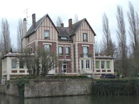 Chateau de Quesmy: Autre vue du chateau