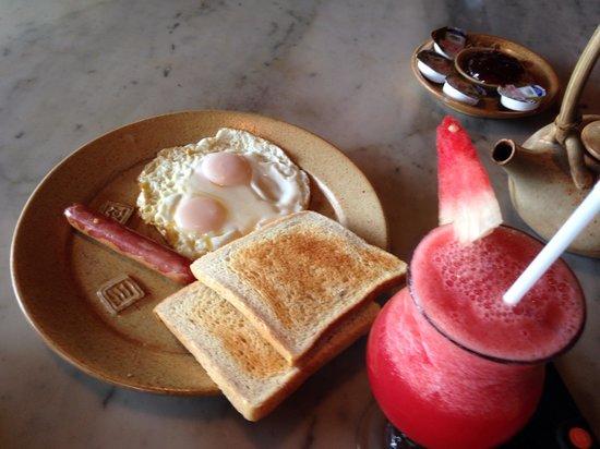 Alang-Alang Boutique Beach Hotel : alang alan breakfast