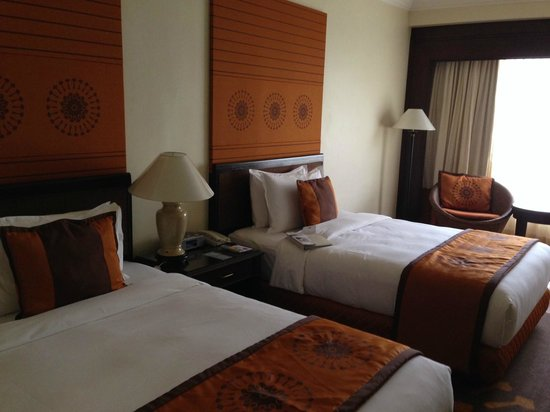 Holiday Inn Resort Penang: Deluxe room, beach wing