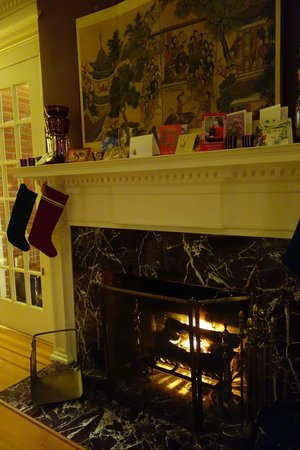 Portland Mayor's Mansion: Cozy fireplace in the main sitting room.