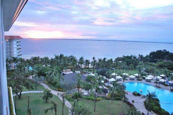 Shangri-La's Mactan Resort & Spa: Ocean View Main Wing Room - looking to the sea
