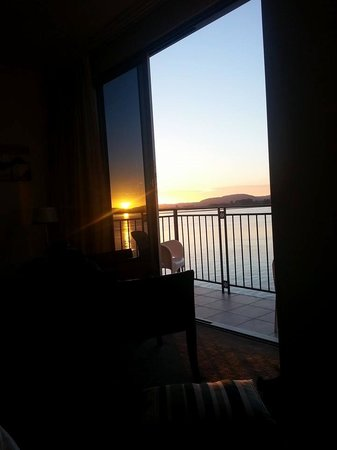 Trinity Wharf Tauranga: Sunrise from the bed