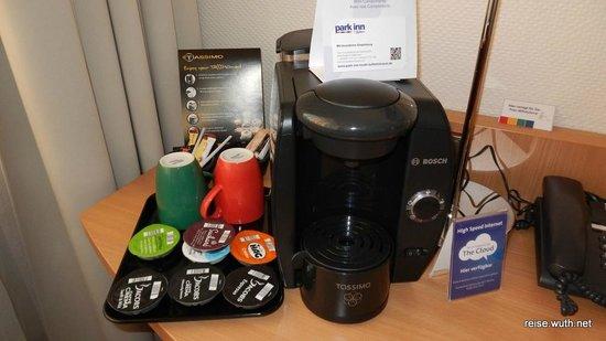 Mercure Hotel Köln Belfortstrasse: Kaffemaschine und Wasserkocher