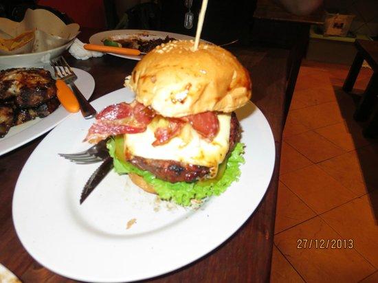 Naughty Nuri's Warung and Grill : Beef Burger
