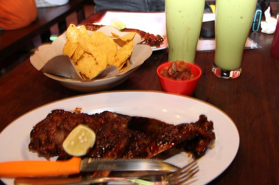 Naughty Nuri's Warung and Grill : Ribs and Chips & salsa!