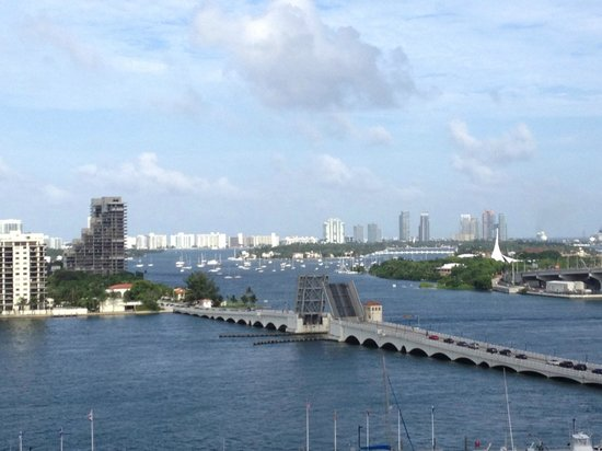 Doubletree by Hilton Grand Hotel Biscayne Bay: View of Biscayne Bay, cruise ship port and South Beach skyline beyond