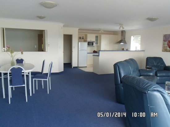 Breakwater Apartments: Lounge, dining, kitchen and 3rd bedroom.