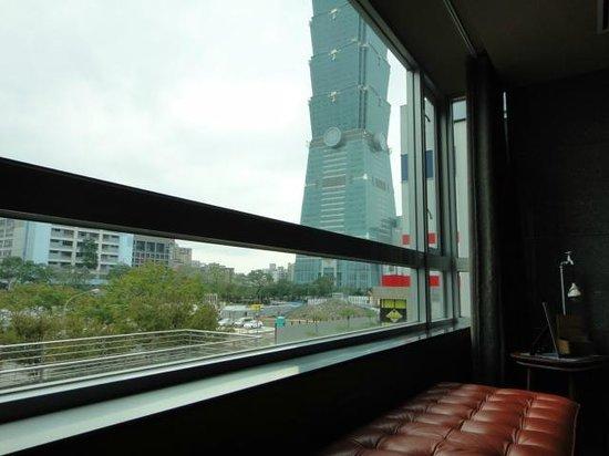 Home Hotel: ロビー階から見た101