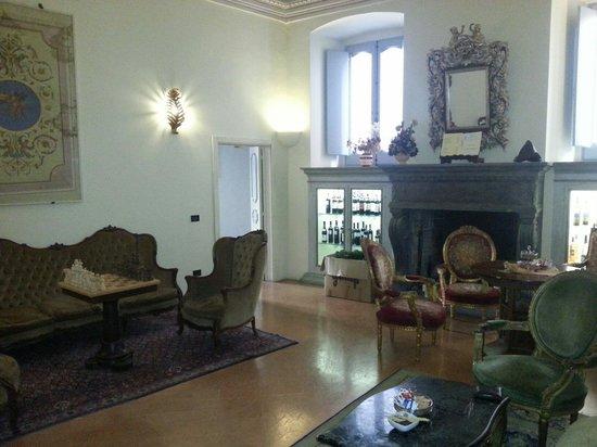 Antica Dimora alla Rocca : Una sala comune al pianterreno