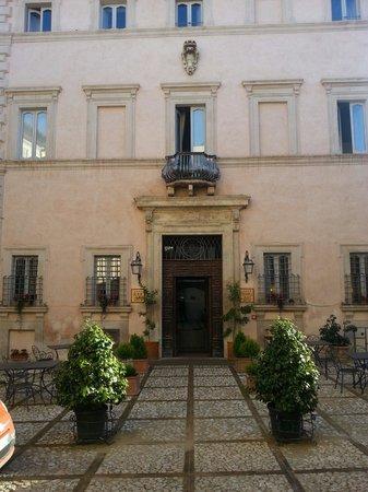 Antica Dimora alla Rocca: Il palazzo