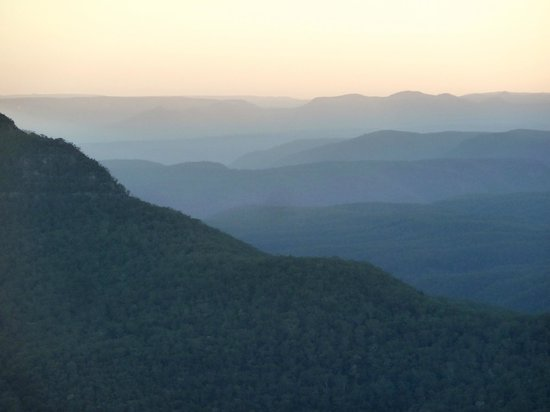 Echoes Restaurant - Blue Mountains : VIew from the front of the restaurant overlooking Jamison Valley and beyond