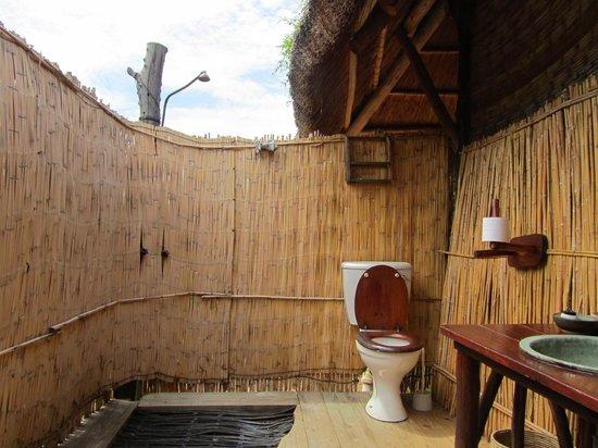 Rhino Safari Camp : Bathroom