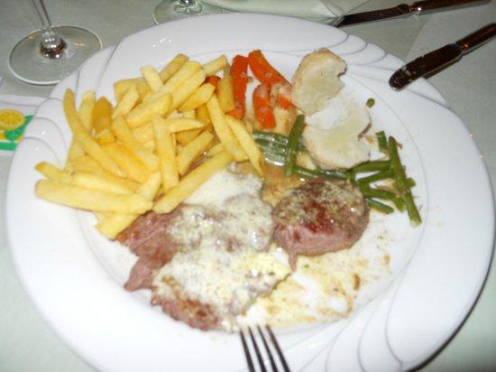Hotel-Restaurant Ochsen: Straussensteak mit Gemüse und Pommes