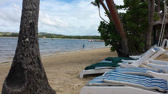 Shangri-La's Fijian Resort & Spa: Main beach area near centre of resort