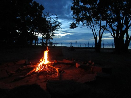 Rhino Safari Camp : camp fire at dinner