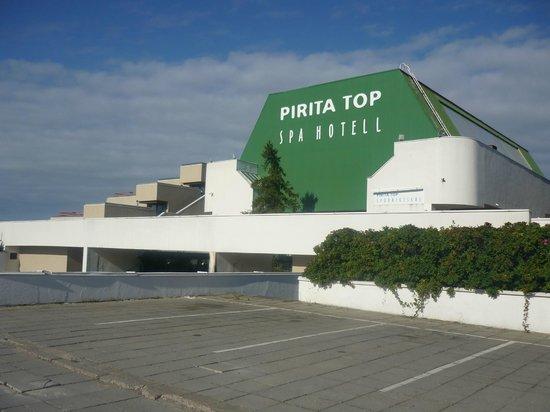 Pirita Spa Hotel: Вид на отель с набережной