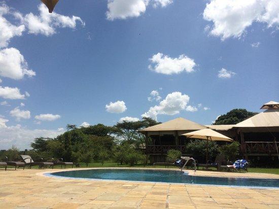 Neptune Mara Rianta Luxury Camp: ガーデン&プール