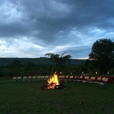Neptune Mara Rianta Luxury Camp: 夜はキャンプファイヤー