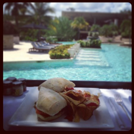 Rosewood Mayakoba: Lunch over the swimming pool at Casa del Lago