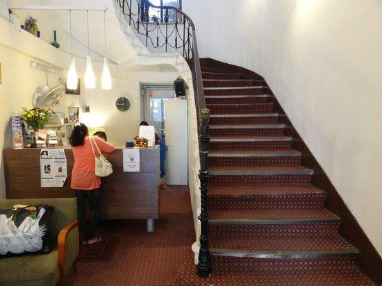 The Jerusalem Hostel: Стойка администратора