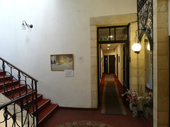 The Jerusalem Hostel: Лестница и коридор