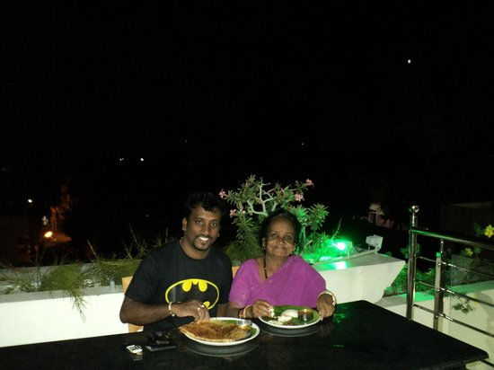 Sri Sarvesha JS Palace: Dinner time