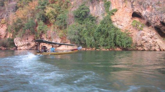 River Kwai Resotel : canoa a motore