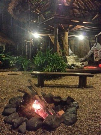 Deejai Backpackers: bonfire party! always met new nice friends here