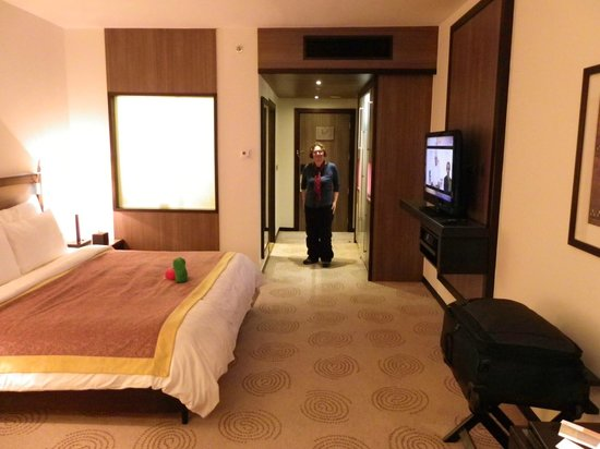 Mövenpick Hotel Deira: Room with King Size bed