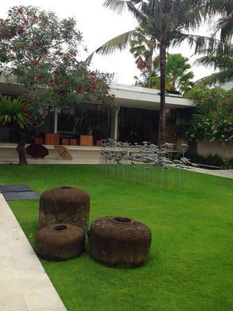 Uma Sapna: Hotel's garden