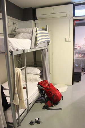 Royal Hostel Singapore: the locker is next to the bed