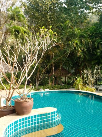 River Kwai Resotel : piscina