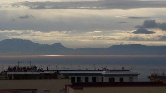 Hotel Cimarosa: Vista di Capri e penisola sorrentina