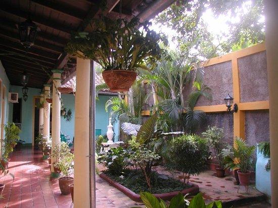 Hostal Buen Viaje: patio
