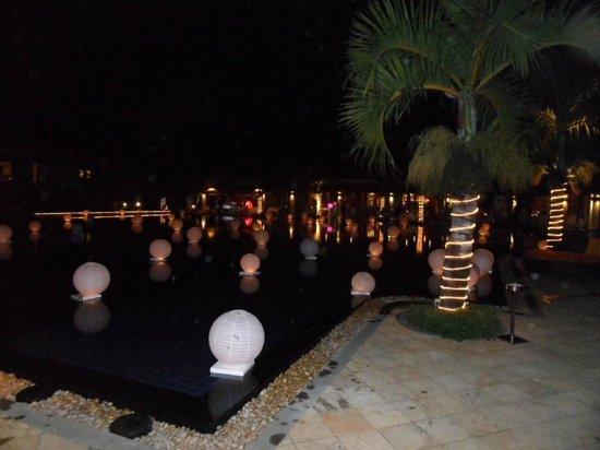 Tamassa Resort : Pool Lanterns