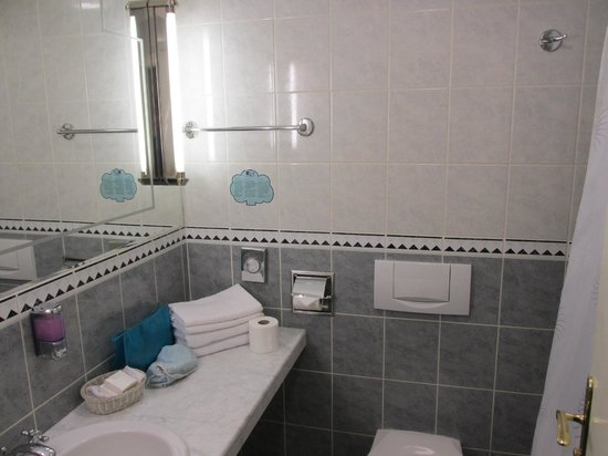 EA Hotel Royal Esprit: Bagno stanza 32