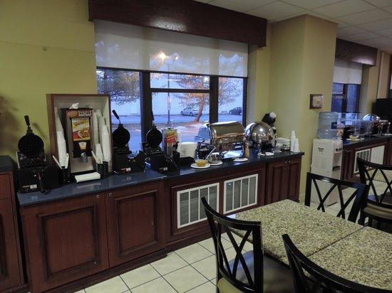 BEST WESTERN Potomac Mills: Restaurante - Opções do Buffet de Café da Manhã