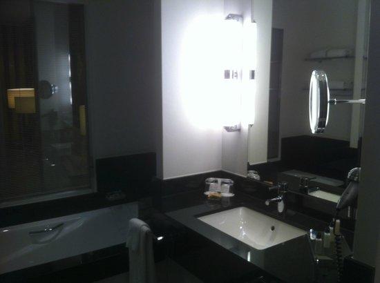 Hotel Dukes' Palace Bruges : bathroom