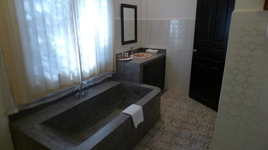 The Moon Boutique Hotel: Tolle Badewanne
