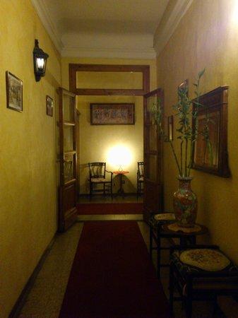 Hotel Tourist House: corridoio